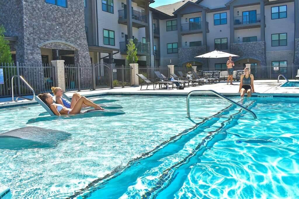 I STREET Modern Apartments - Bentonville Arkansas - Resort Pool